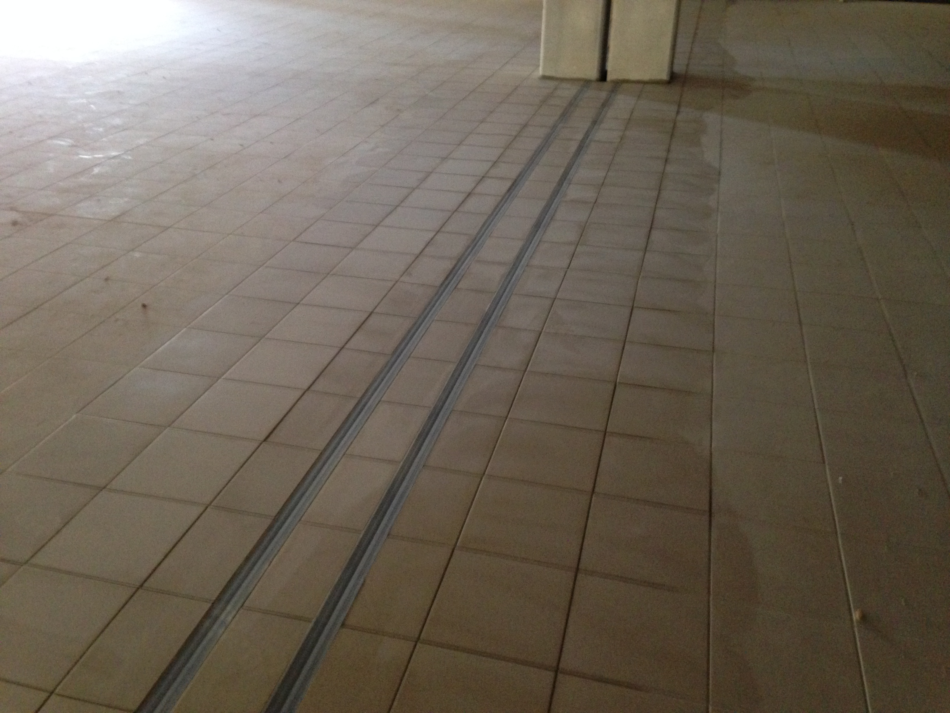 Travaux carrelage marseille entreprise de b timent for Pose de joint de carrelage